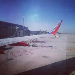 Photo taken at Southwest Airlines by Johnny L. on 8/27/2012