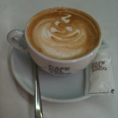 Photo taken at Café del Arco by CHECHAR F. on 10/1/2011