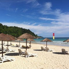 Photo taken at Le Meridien Beach Resort by Tanly on 5/23/2012