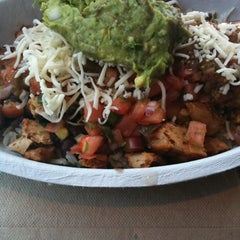 Photo taken at Chipotle Mexican Grill by Carol T. on 9/19/2011