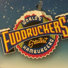 Photo taken at Fuddruckers by Linh L. on 12/6/2011