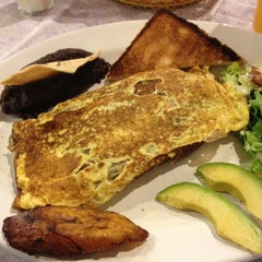 Photo taken at Restaurante Nora by Luis E C. on 5/19/2012
