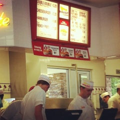 Photo taken at In-N-Out Burger by Ridgely B. on 7/20/2012