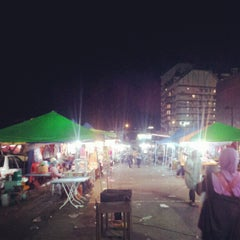 Photo taken at Brinchang Pasar Malam by Crazzy J. on 5/19/2012