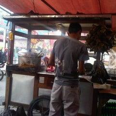 Photo taken at Sate Padang Pariaman by MuharDIKA H. on 1/21/2012