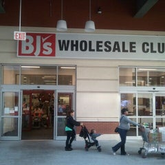 Photo taken at BJ's Wholesale Club by Themodelj on 10/18/2011