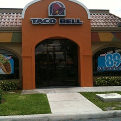 Photo taken at Taco Bell by Joseph S. on 4/23/2011