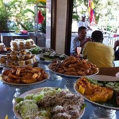 Photo taken at Restoran Hatinie by Azuwa A. on 12/17/2011