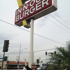 Photo taken at In-N-Out Burger by Traci S. on 11/10/2011