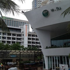 Photo taken at A-One The Royal Cruise Hotel Pattaya by Atsuo B. on 6/17/2012