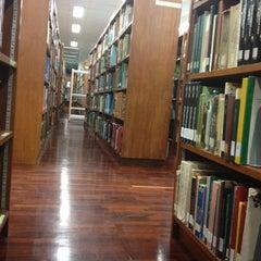 Photo taken at สำนักหอสมุด (Office of the University Library) by Jutatip on 8/1/2012