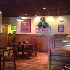 Photo taken at Outback Steakhouse by Hans L. on 5/15/2012