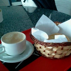 Photo taken at Fly Café by Marcelo L. on 12/20/2011