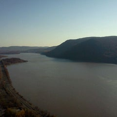 Photo taken at Breakneck Ridge by Charlie H. on 11/12/2011