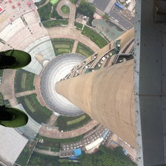 Photo taken at 东方明珠塔 | Oriental Pearl Tower by Leandro R. on 7/7/2011