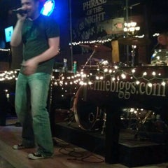 Photo taken at Ernie Biggs Dueling Piano Bar by Jason T. on 12/16/2011