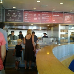 Photo taken at Chipotle Mexican Grill by Schiff on 8/1/2012