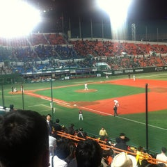 Photo taken at 목동야구장 (Mokdong Baseball Stadium) by Hyunjoon S. on 4/18/2012
