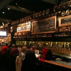 Photo taken at Flying Saucer Draught Emporium by Paul S. on 12/20/2010
