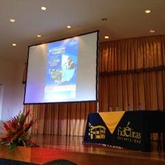 Photo taken at Universidad Fidélitas by Gustavo G. on 7/20/2012