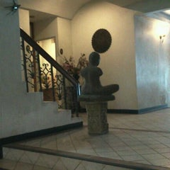 Photo taken at RS Sea Side Hotel Pattaya by Raveewan A. on 12/11/2011