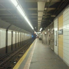 Photo taken at MTA Subway - 4th Ave/9th St (F/G/R) by The Official Khalis on 9/4/2011