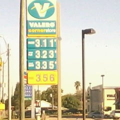Photo taken at VALERO CORNER STORE by Randy T. on 11/4/2011