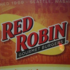 Photo taken at Red Robin Gourmet Burgers by Joe G. on 8/20/2011