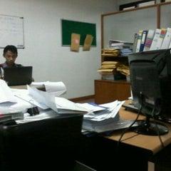 Photo taken at Fakultas Bisnis Telekomunikasi dan Media by pagi m. on 3/27/2012