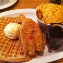 Photo taken at Lo-Lo's Chicken & Waffles by Thomas D. on 8/6/2012