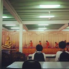 Photo taken at วัดประชุมโยธี อารามหลวง by Mario on 8/19/2012