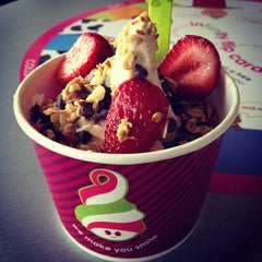 Photo taken at Menchie's Frozen Yogurt by Shirley K. on 7/5/2012