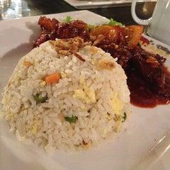 Photo taken at Banafee Village Restaurant by Azizi S. on 9/1/2012