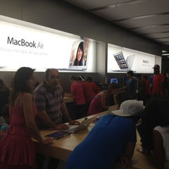 Photo taken at Apple Store, La Maquinista by Andrey S. on 8/14/2012