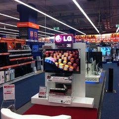 Photo taken at MediaWorld by Matteo M. on 10/21/2011