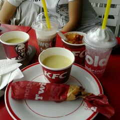 Photo taken at KFC by Dewijayanti D. on 11/15/2011