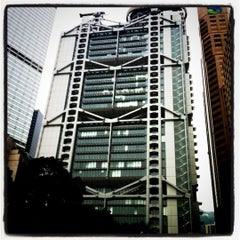 Photo taken at HSBC Hong Kong Office 匯豐銀行香港總行 by Pui Chi C. on 3/20/2011