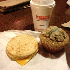 Photo taken at Dunkin' Donuts by Artur Q. on 1/10/2012