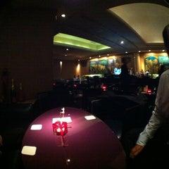 Photo taken at The Bar Hotel NewOhtani by Kooki M. on 6/5/2012