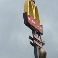 Photo taken at McDonald's by Itzel G. on 7/6/2012