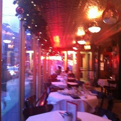 Photo taken at Junior's Restaurant by Dulce Helena Melchiori N. on 12/29/2011