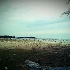 Photo taken at Pantai Saujana (Pantai Batu Empat) by Nurul I. on 1/23/2012