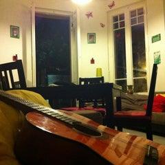 Photo taken at Feetup Garden House Hostel Barcelona by Hernan G. on 8/13/2012