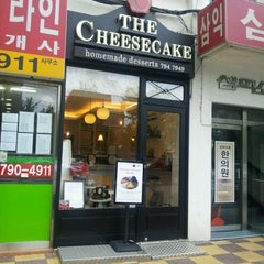 Photo taken at The Cheesecake by Kwang-il P. on 9/18/2011
