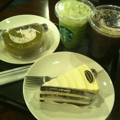 Photo taken at Starbucks by Sunga S. on 6/28/2012
