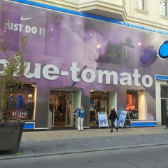 Photo taken at Blue Tomato Shop Wien by Eaglepowder on 11/5/2011