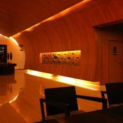 Photo taken at Fraser Suites Sukhumvit, Bangkok by Muay-KatooN K. on 5/1/2012