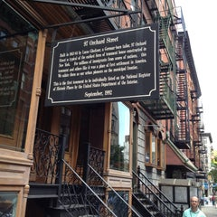 Photo taken at Lower East Side Tenement Museum by Roseann H. on 6/1/2012