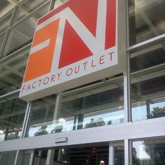 Photo taken at FN Factory Outlet (เอฟเอ็น แฟคตอรี่ เอ๊าท์เลท) by Ruangwit W. on 12/11/2011