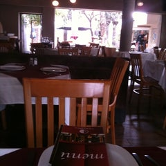 Photo taken at Tinto y Blanco Restaurant & Wine Bar by Luis G. on 7/22/2011